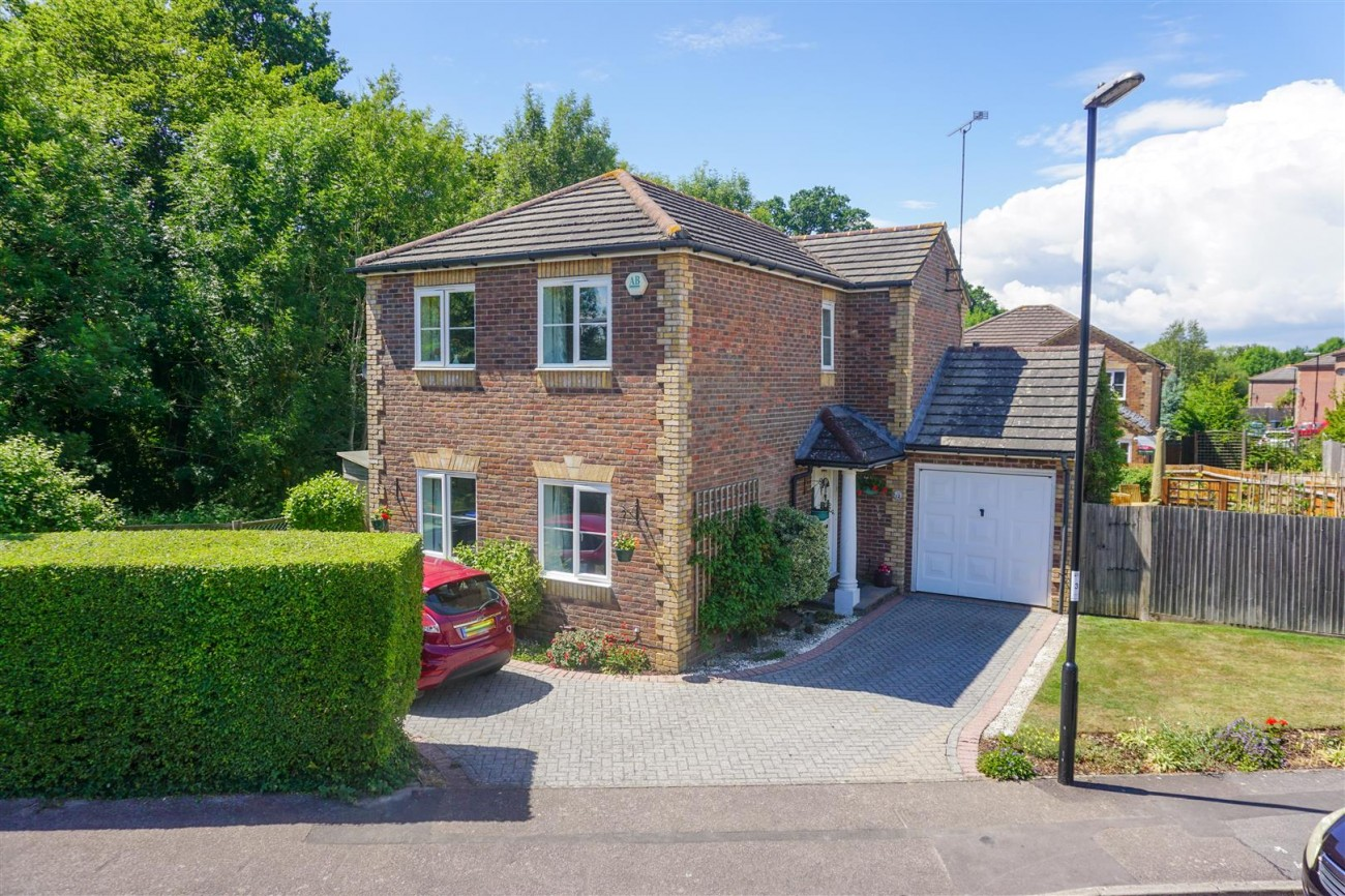 Images for Robin Road, Burgess Hill EAID:lextonsapi BID:1